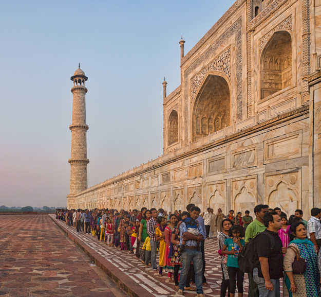Lines at the Taj Mahal
